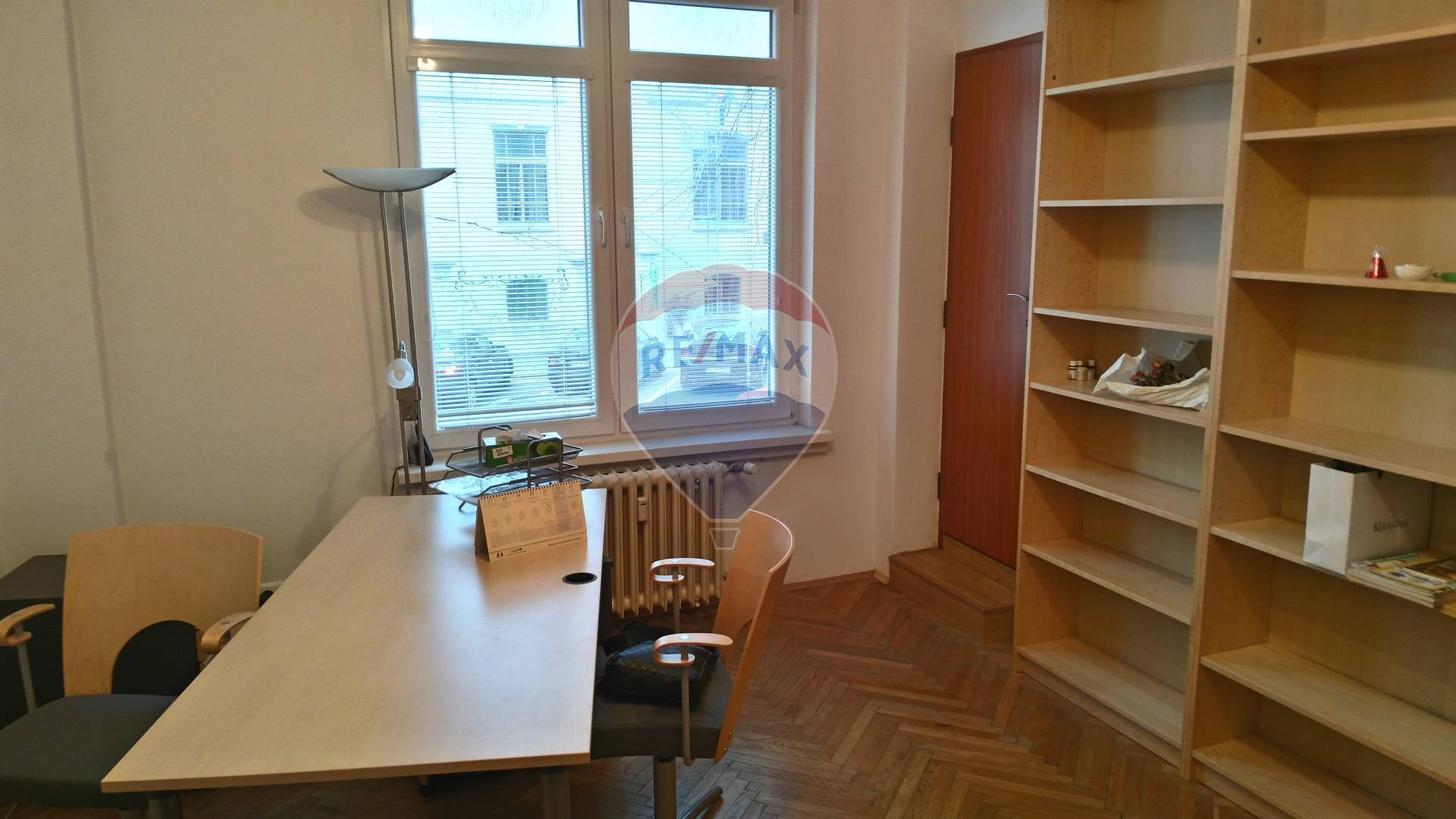 Office apartment for rent in the city centre, residential house, eqquipped