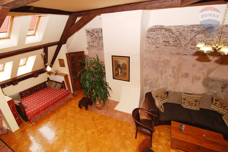 Prenájom bytu (4 izbový) 160 m2, Bratislava - Staré Mesto - obývacia izba
