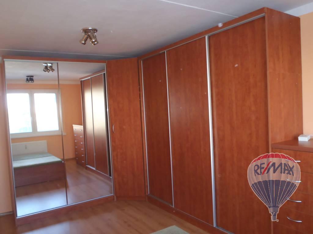 Na predaj byt Lučenec, pre Vás -slnečný 1.izb.zrekonštruovaný zariadený