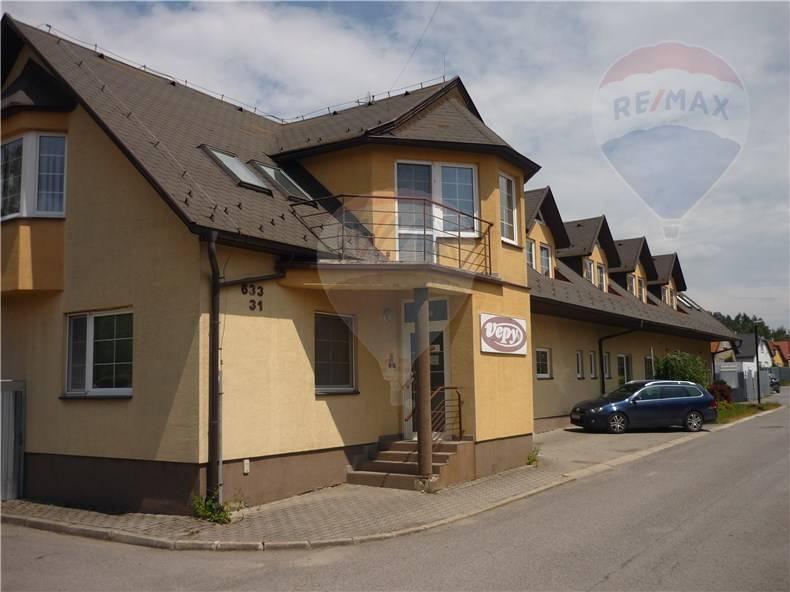 Výrobná hala, sklady a kancelárske priestory v priemyselnej časti mesta Trstená s pozemkom 1832m2. VÝRAZNÁ ZĽAVA!!!