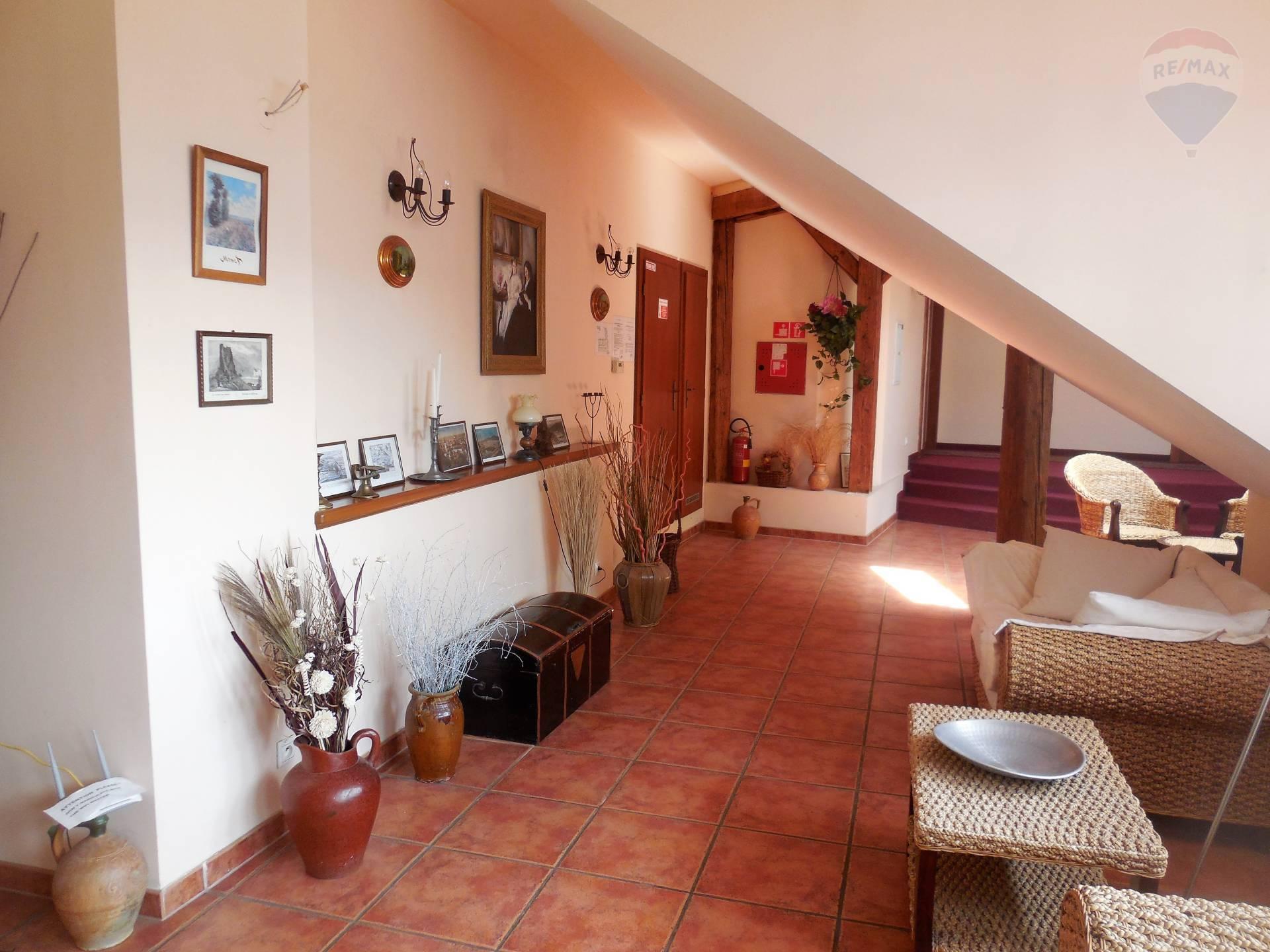Predaj komerčného objektu 900 m2, Nitra -