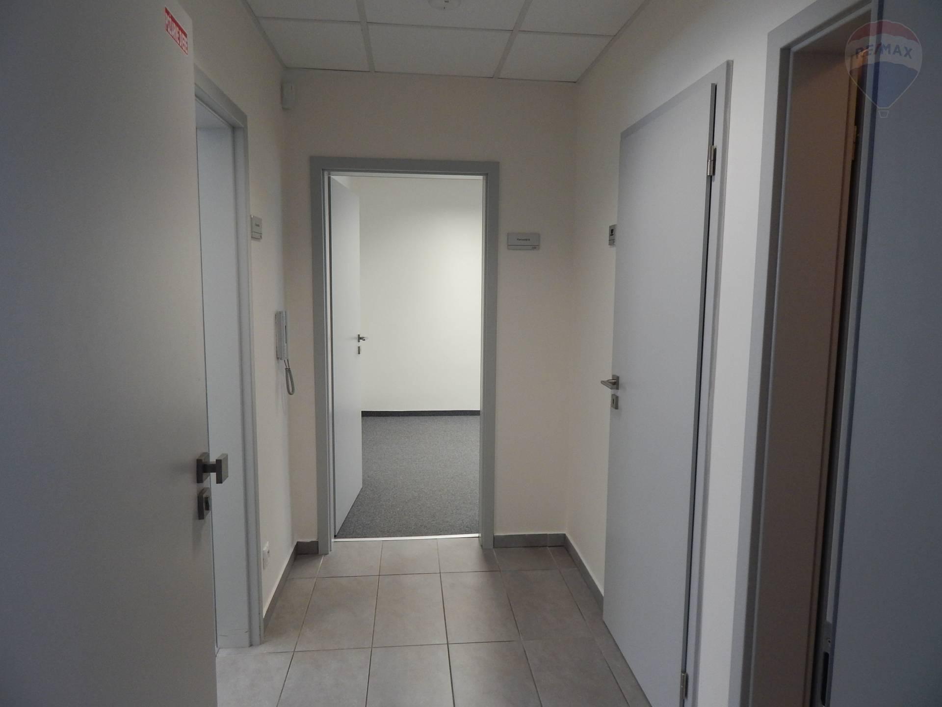 Prenájom komerčného priestoru 60 m2, Bratislava - Podunajské Biskupice -