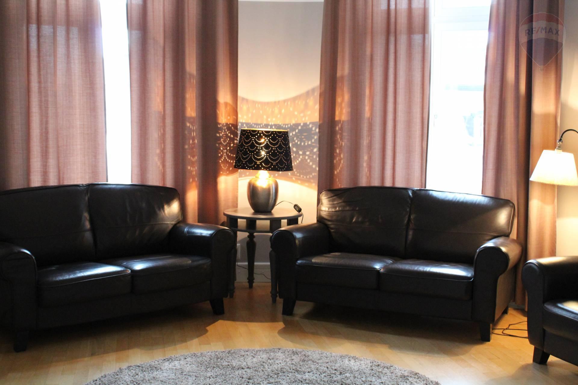 Na prenájom nadštandardný 5 izbový byt v historickej budove na Tolstého ul.