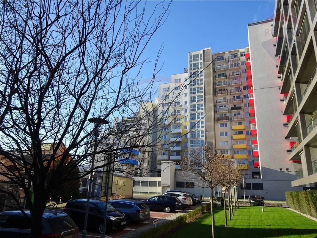 PREDAJ FOR SALE 3-izb. byt 3-room Apartment near British School Dúbravka
