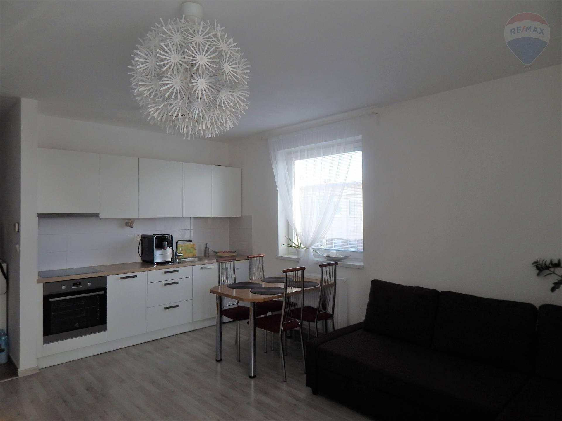 Predaj : Priestranný 1i-byt s lodžiou v príjemnom prostredí v Stupave
