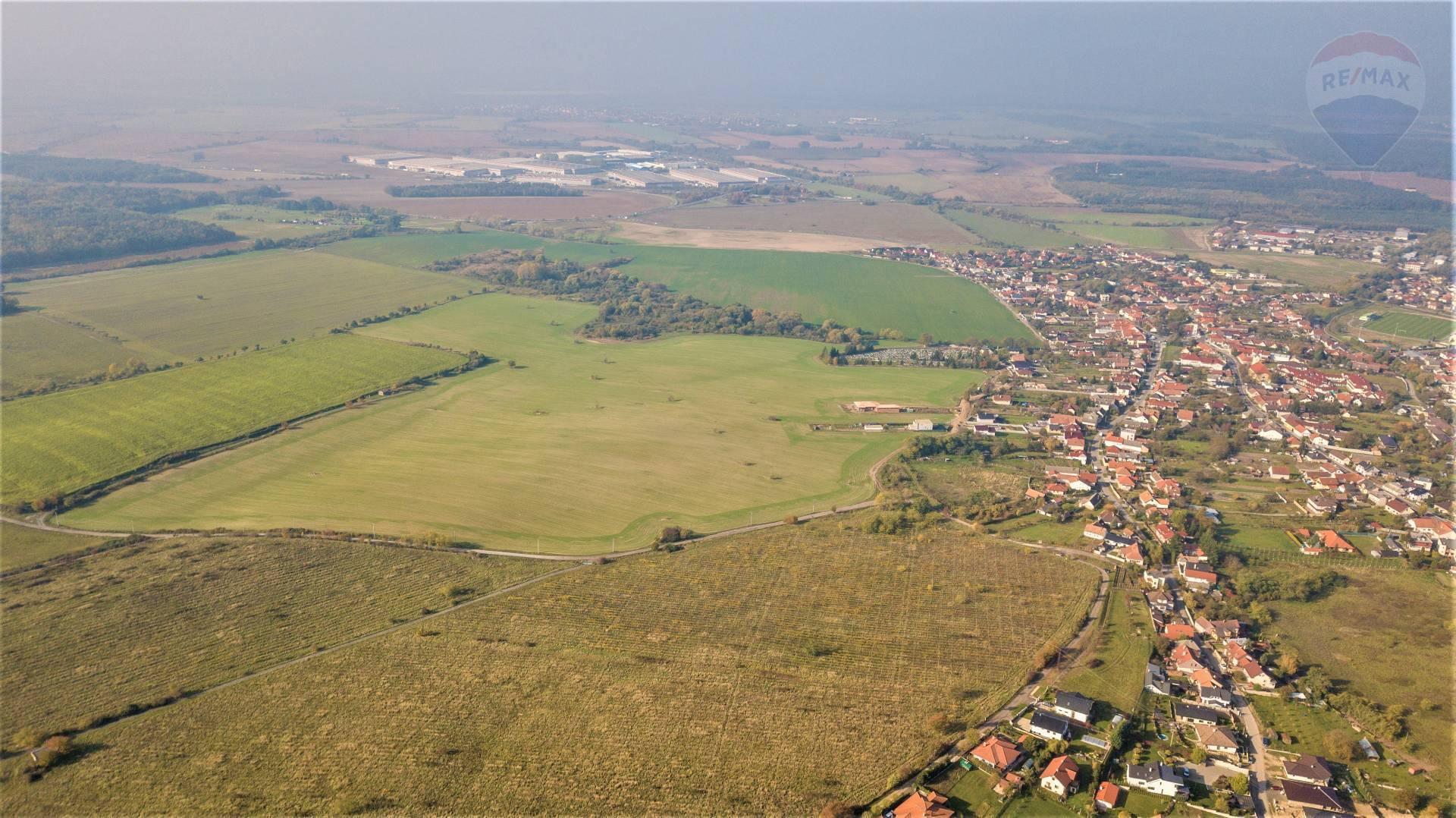 Predaj pozemku 10000 m2, Lozorno -