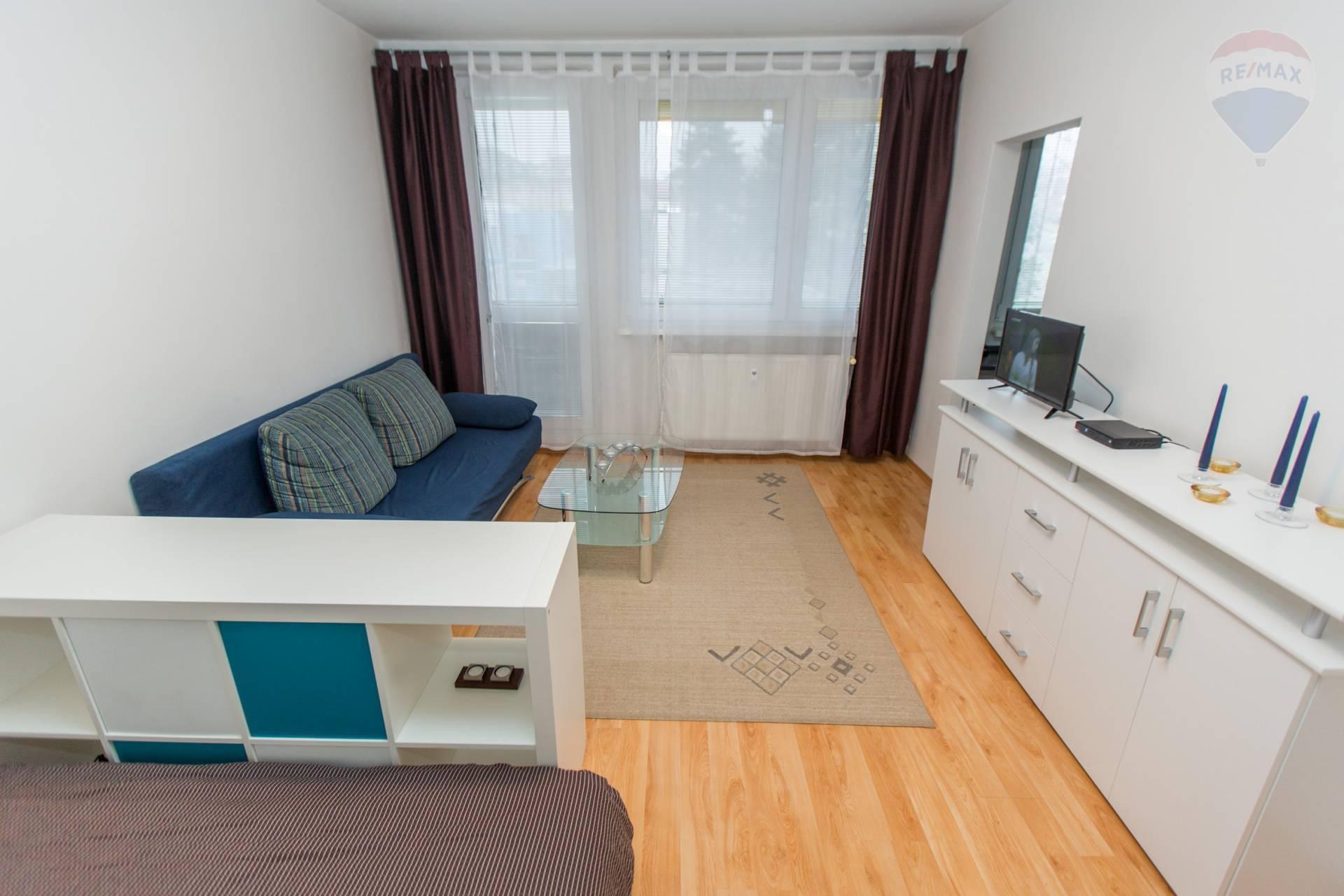 Prenájom svetlý, 1 izbový byt s veľkou loggiou a pivnicou v tichej lokalite Rača