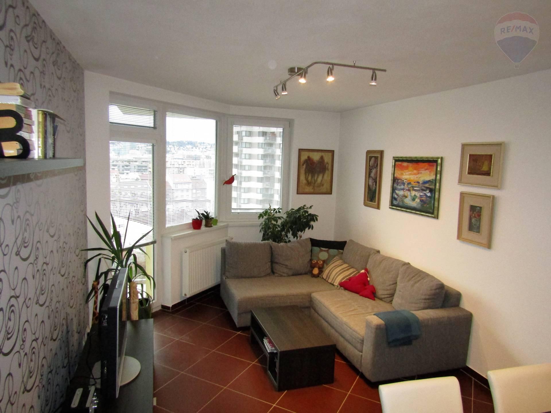 Prenájom - 2i byt v atraktívnej lokalite Jégeho alej, loggia, samostatný šatník, parkovacie miesto