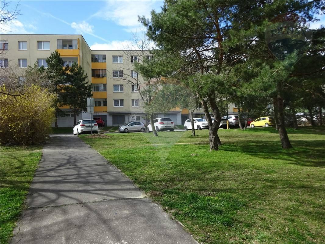REZERVOVANE 3-izb. byt Dúbravka
