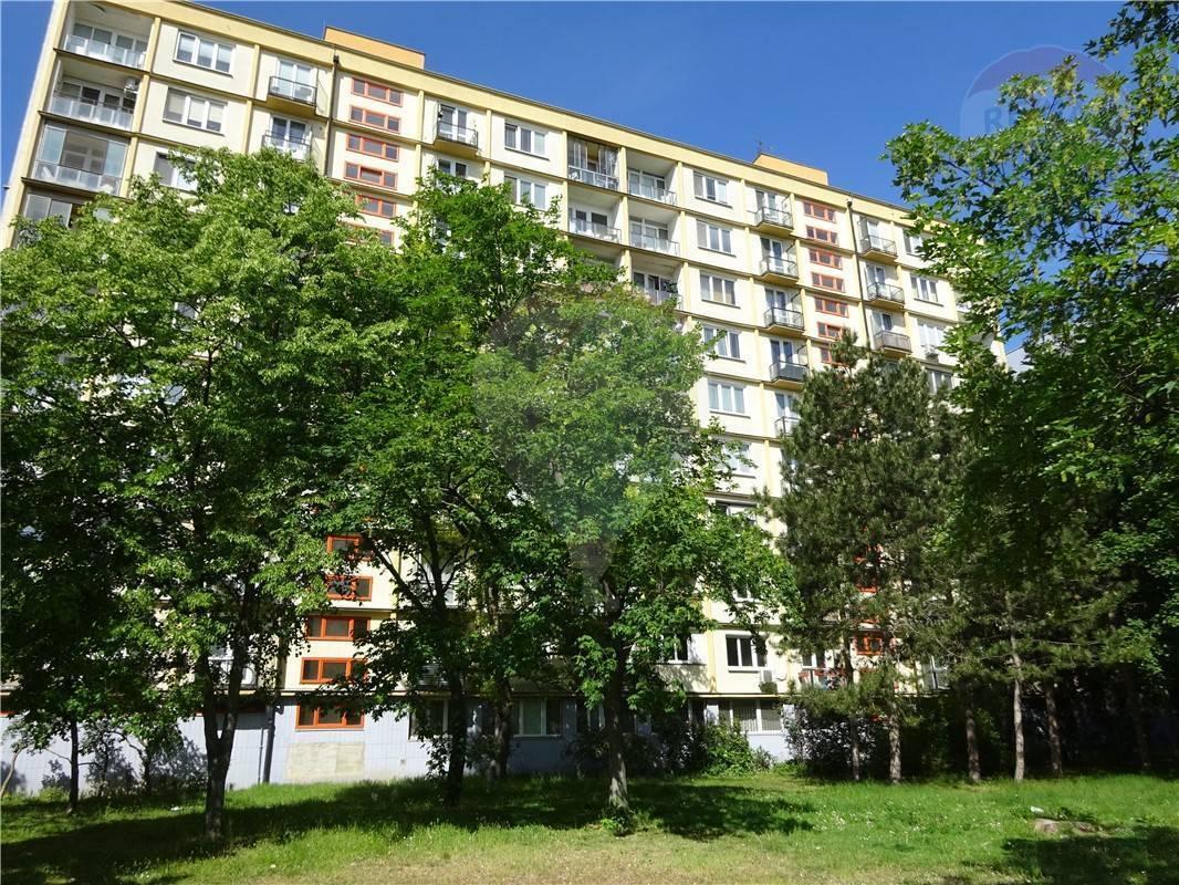 PREDAJ 2-izb. byt s balkónom a lodžiou Ružinov pôvodný stav