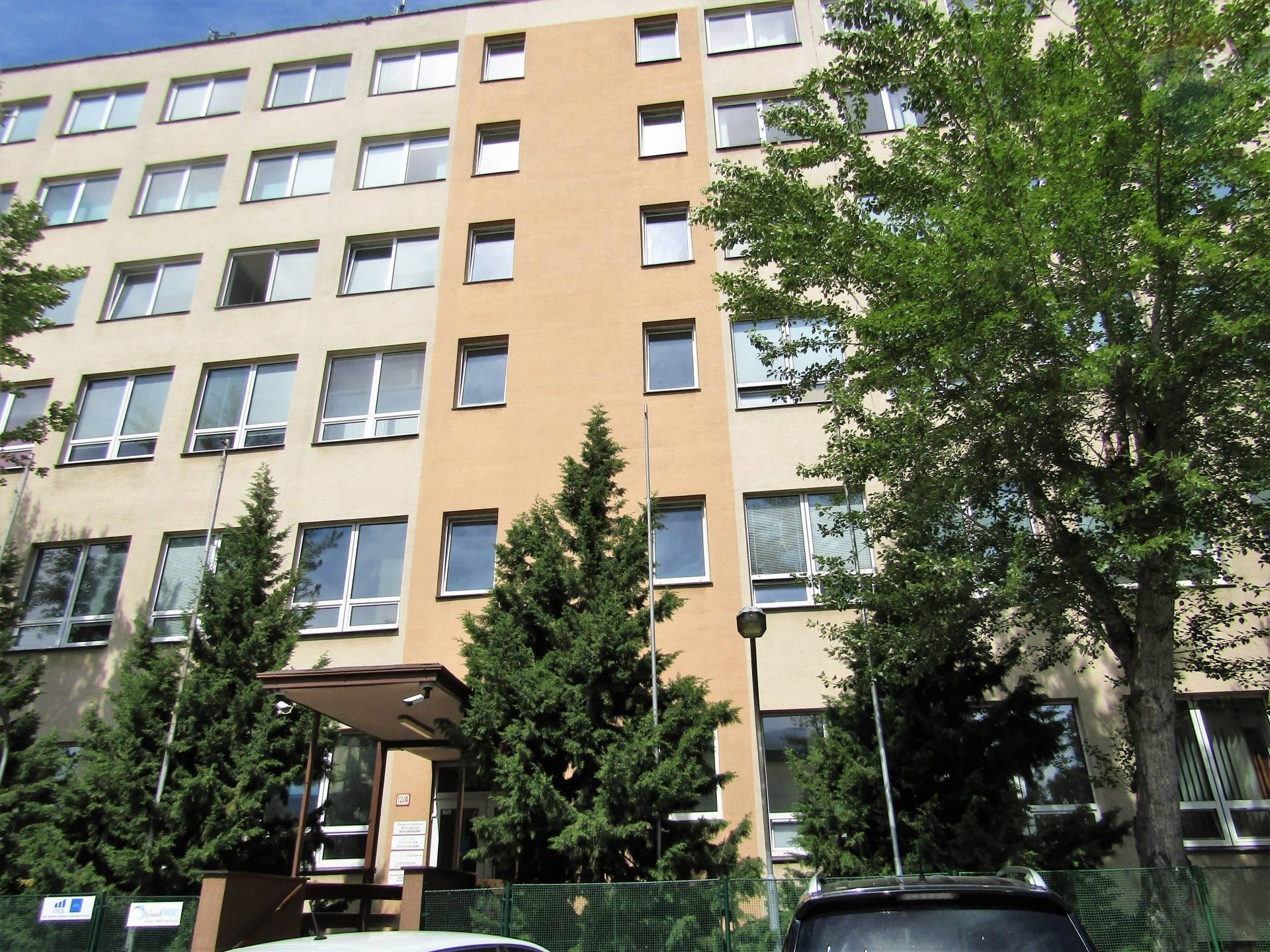 Prenájom 2 samostatné kancelárie, každá o výmere 20 m2, Hattalova ul., BAIII -Nové Mesto