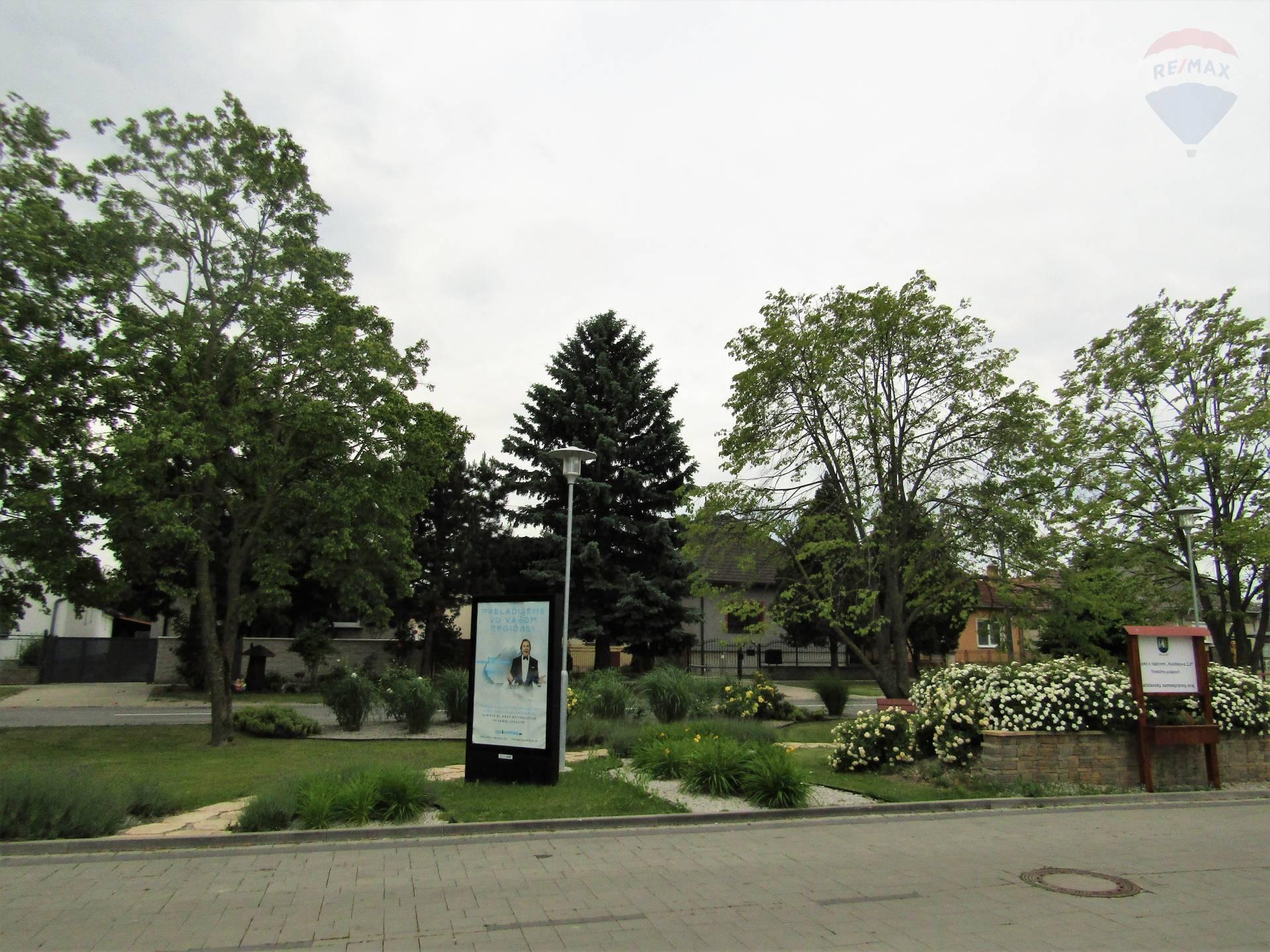 PREDAJ – stavebný pozemok 2147 m2, v centre obce Kalinkovo