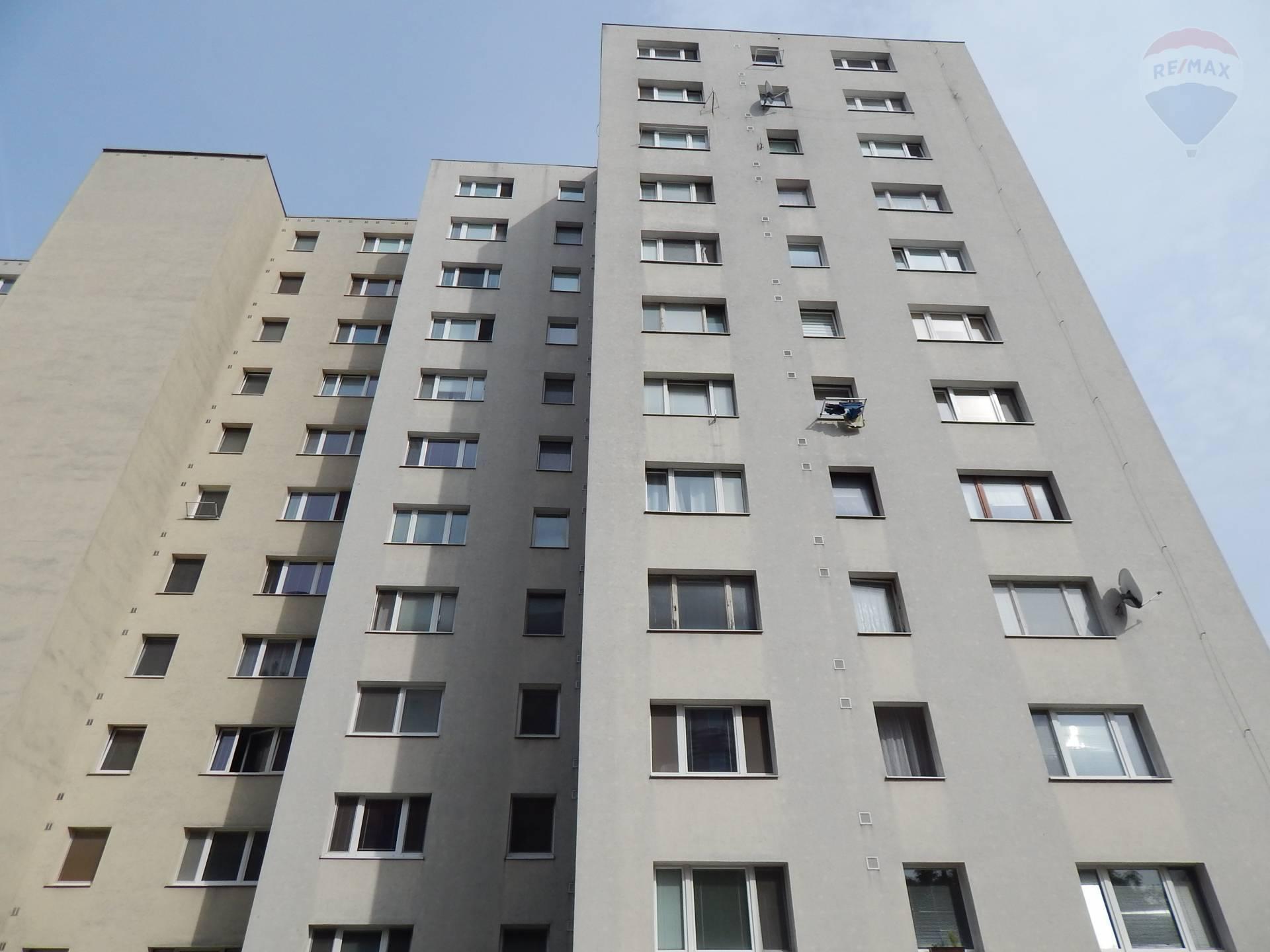 Predaj:2,5i-byt v Dúbravke v príjemnom prostredí