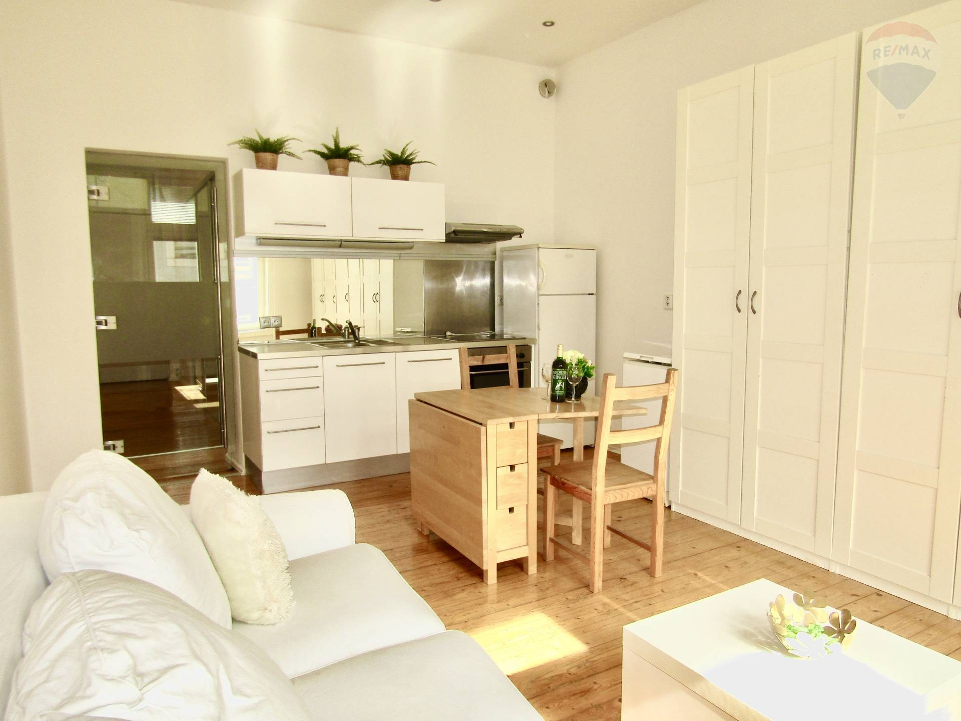 Predaj - Príjemný 1,5 izbový byt v historickej budove, kompletná rekonštrukcia, pivnica, Staré Mesto