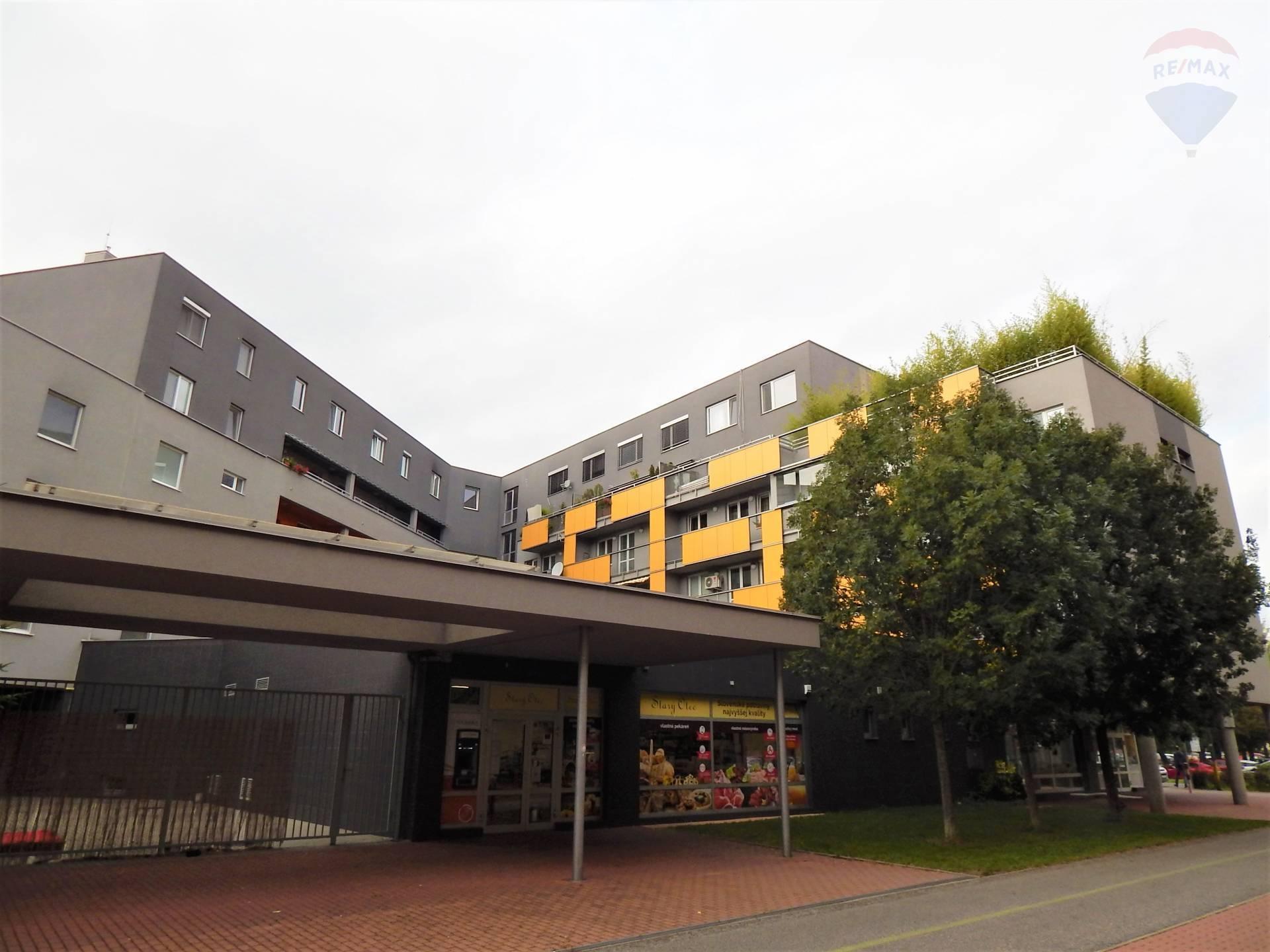 Predaj: Priestranný mezonetový byt (143m2) s terasou (162m2) na začiatku Petržalky