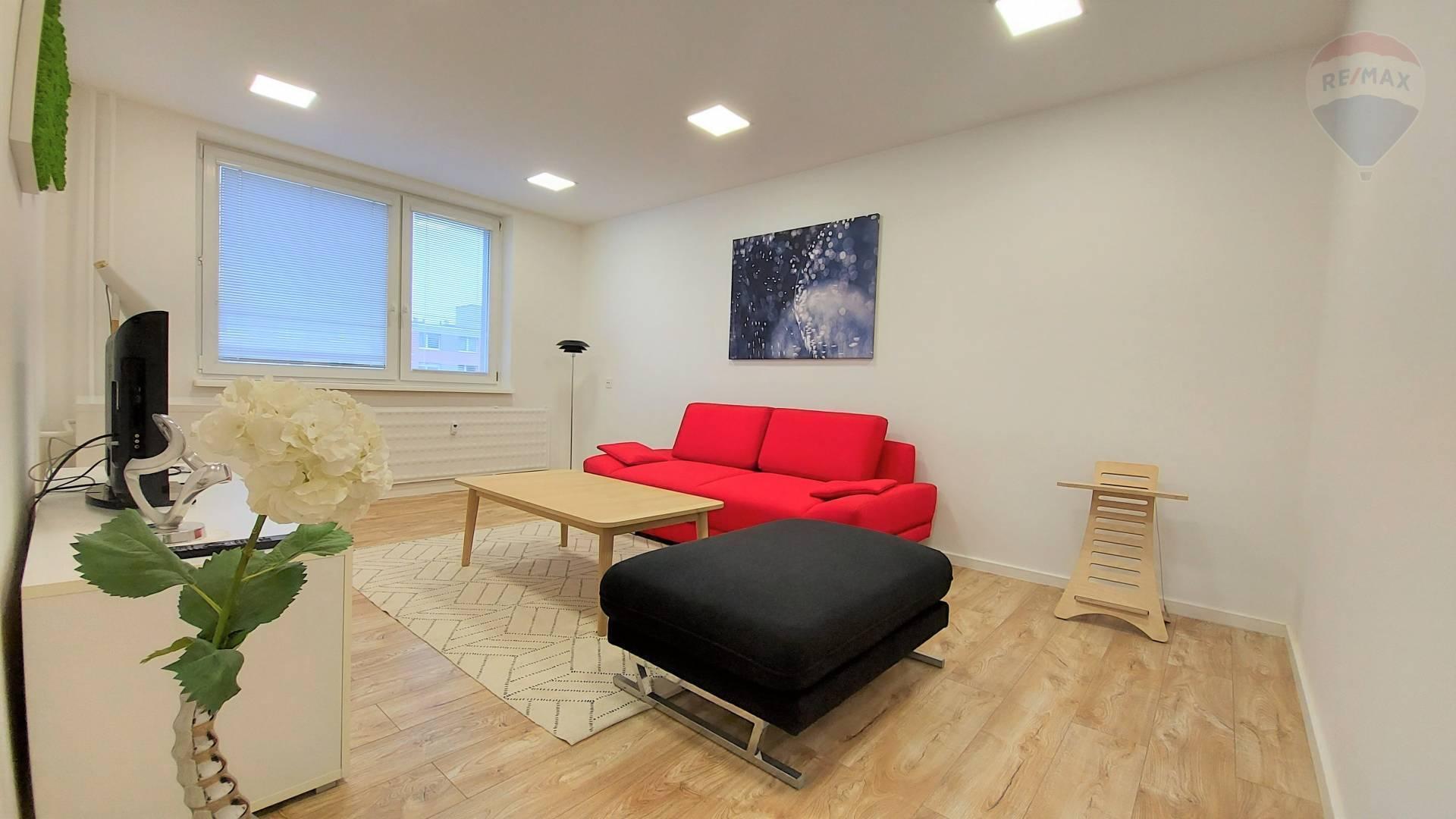 Predaj 2 i. byt so samostatnou kuchyňou po kompletnej rekonštrukcii, loggia, pivnica, Sputniková ul.