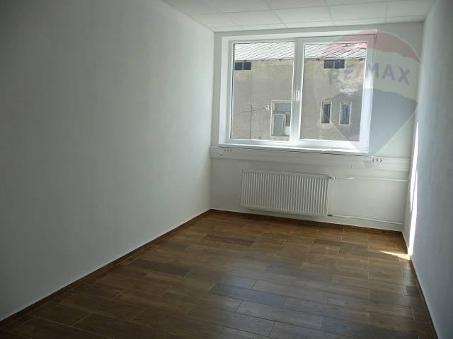 Prenájom kancelárske priestory 12 m2, 13m2, 17m,30m2,polyfunkčná budova Martin