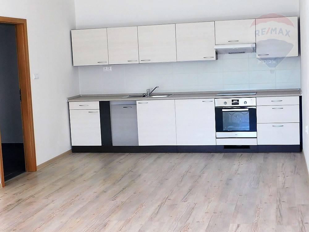 Prenájom, 1 izbový  byt, 59 m2, Martin - Centrum