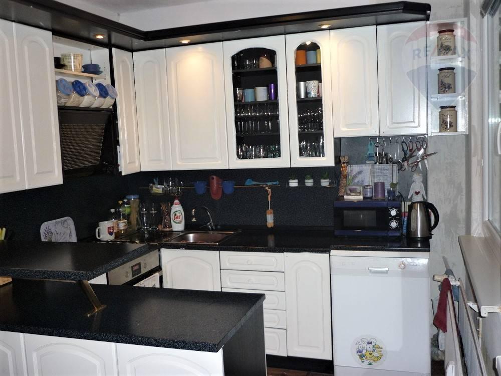 Predaj, 4 izbový byt, 90 m2 , 2x lodžia Martin - Záturčie
