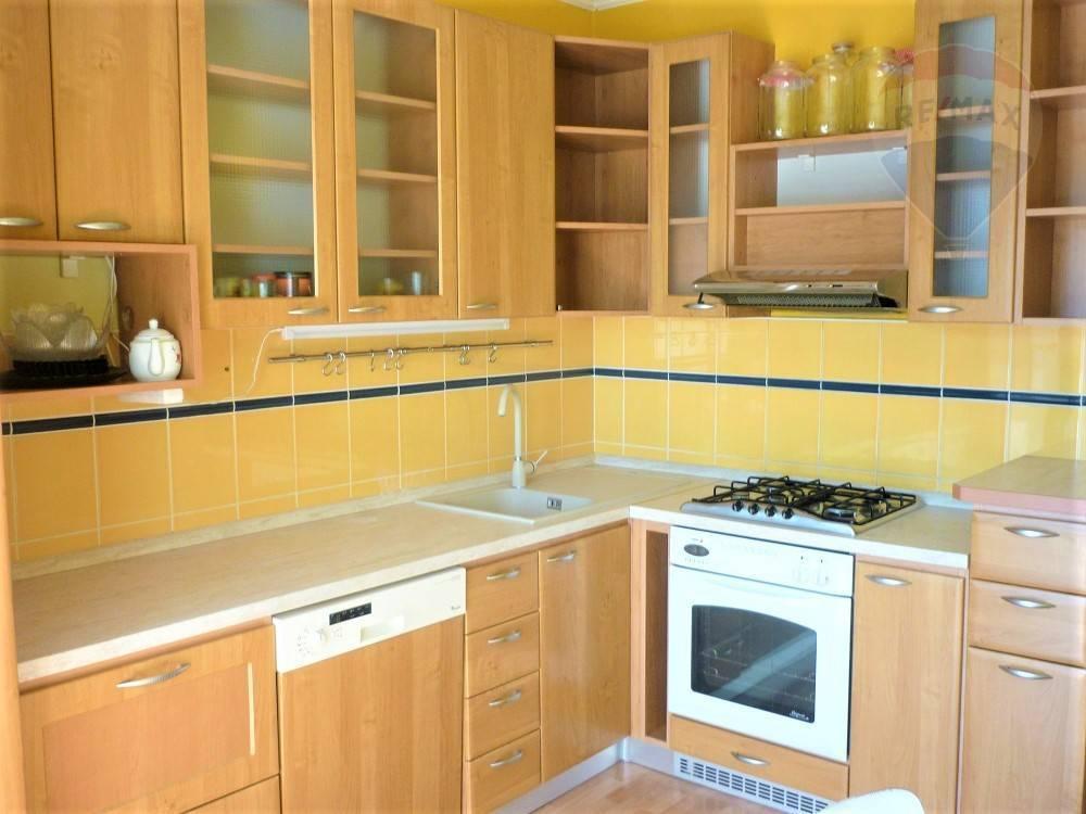 Predaj, 3 izbový, byt 72 m2,  porekonštrukcii, Martin - Záturčie