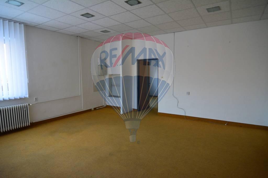 Na prenájom kancelárske priestory Poprad, 50,3m2, mestská časť Poprad - Veľká