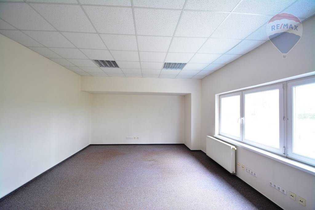 Prenájom komerčného objektu 32 m2, Veľký Slavkov -