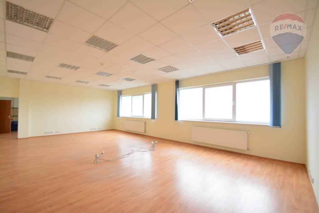 Predaj komerčného priestoru 1422 m2, Poprad - Na predaj administratívna budova Poprad Matejovce