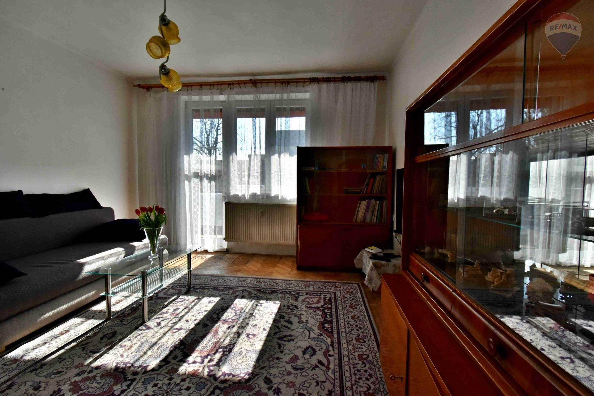 Na prenájom 3 izbový byt, Poprad, centrum, balkón, zariadený
