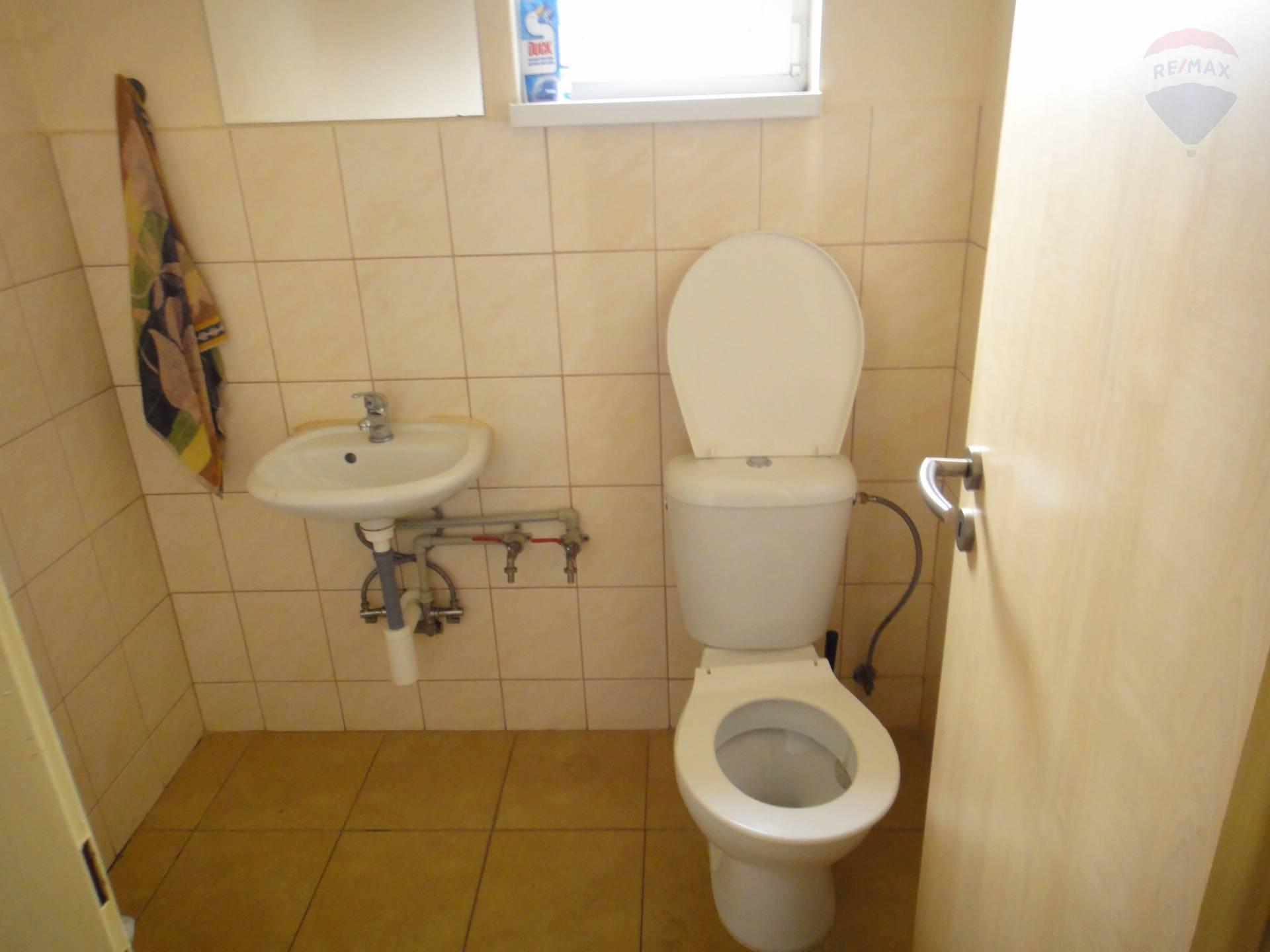 Predaj komerčného priestoru 754 m2, Horný Pial - WC personál