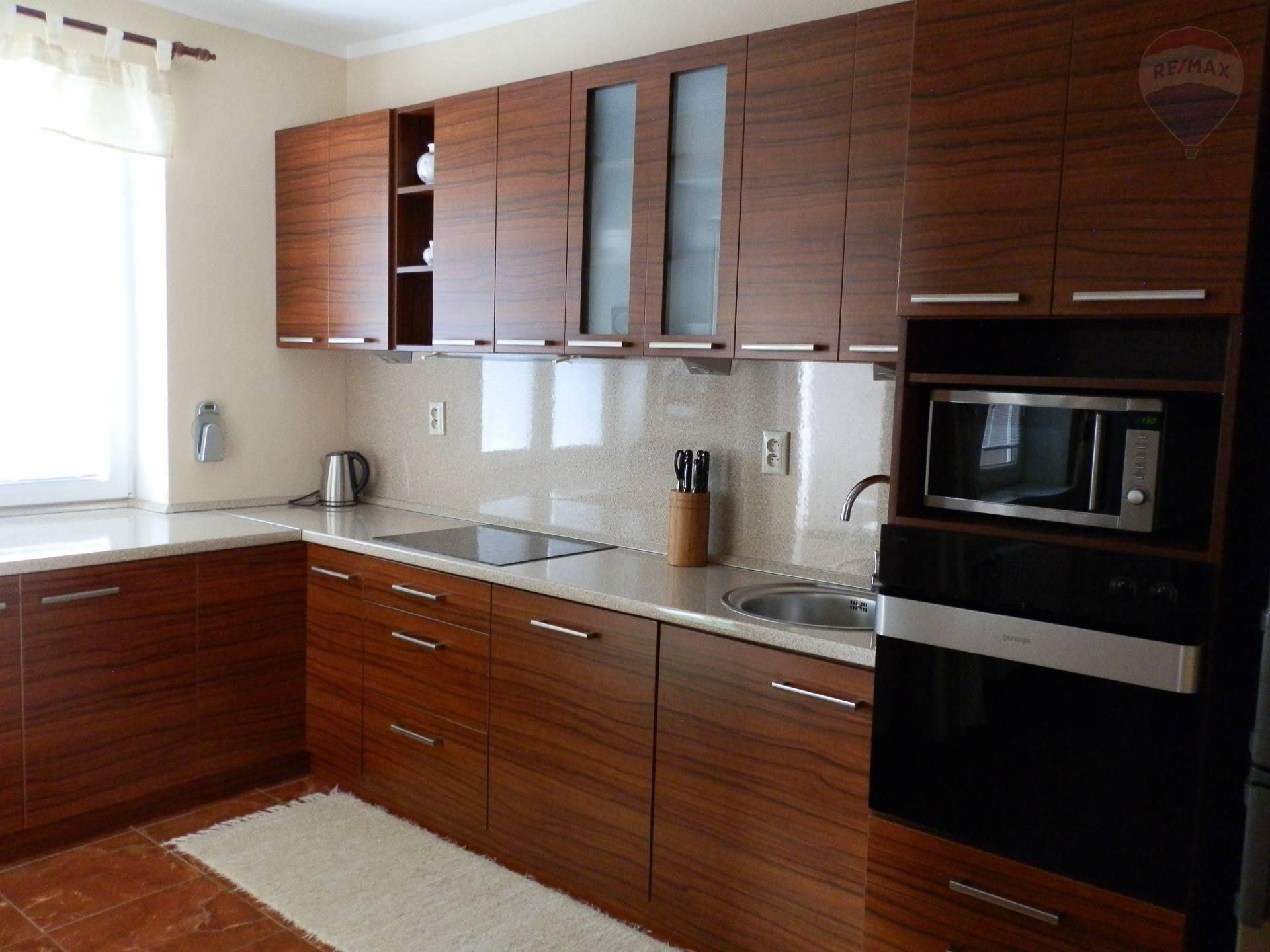 Prenájom 4 izbový byt Nitra s garážou, EXKLUZÍVNE