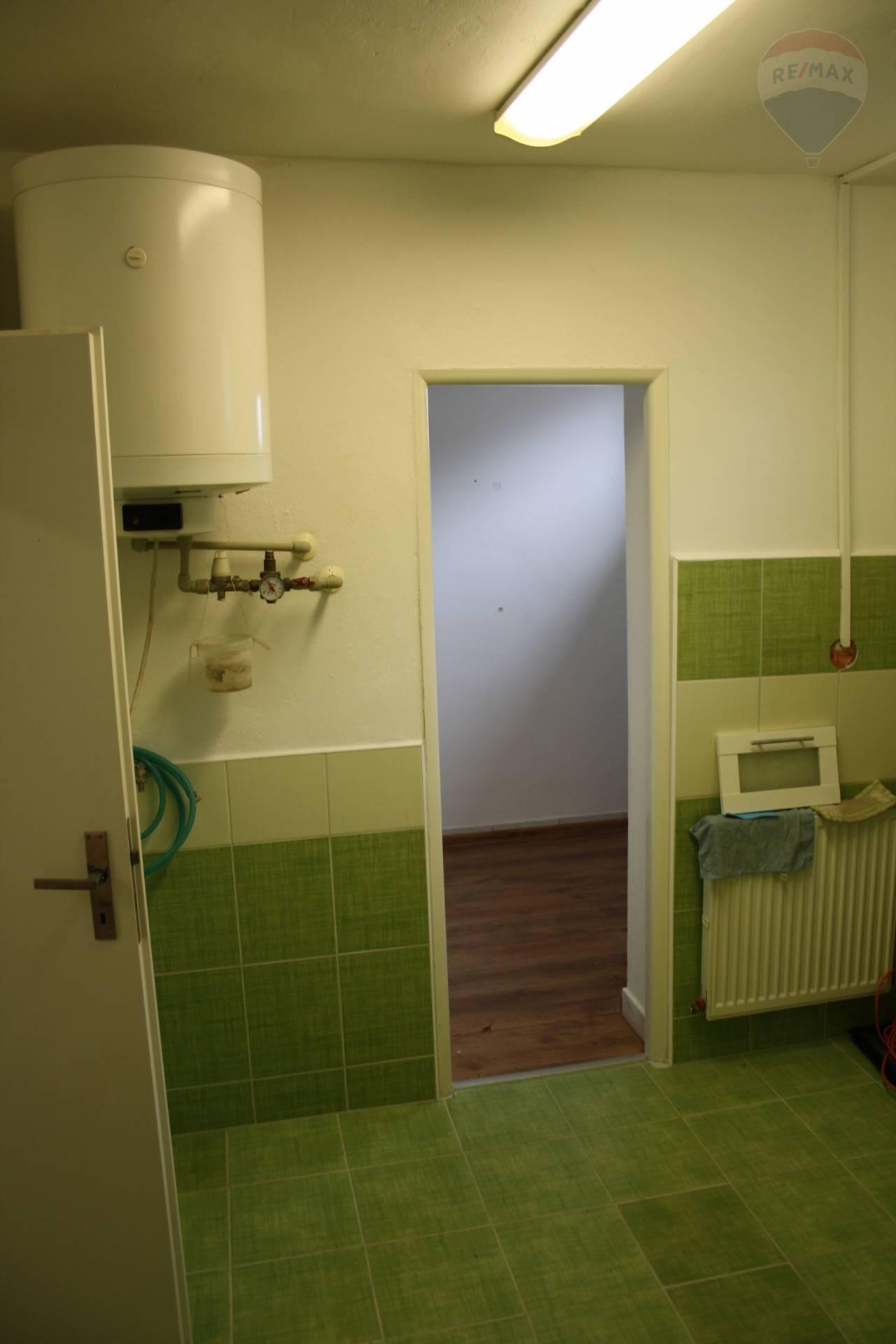 Predaj domu 258 m2, Nitra - Predaj budova s pozemkom Nitra