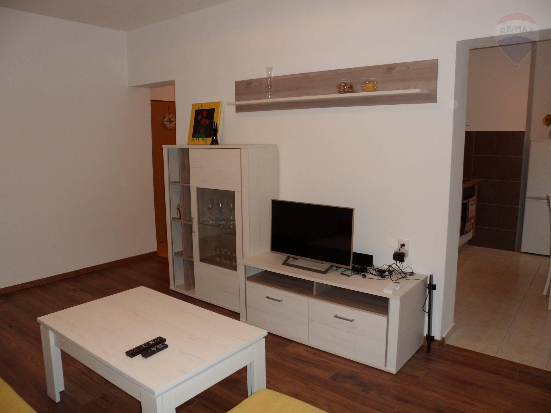 Na prenájom zrekonštruovaný 2 izbový byt Nitra EXKLUZÍVNE