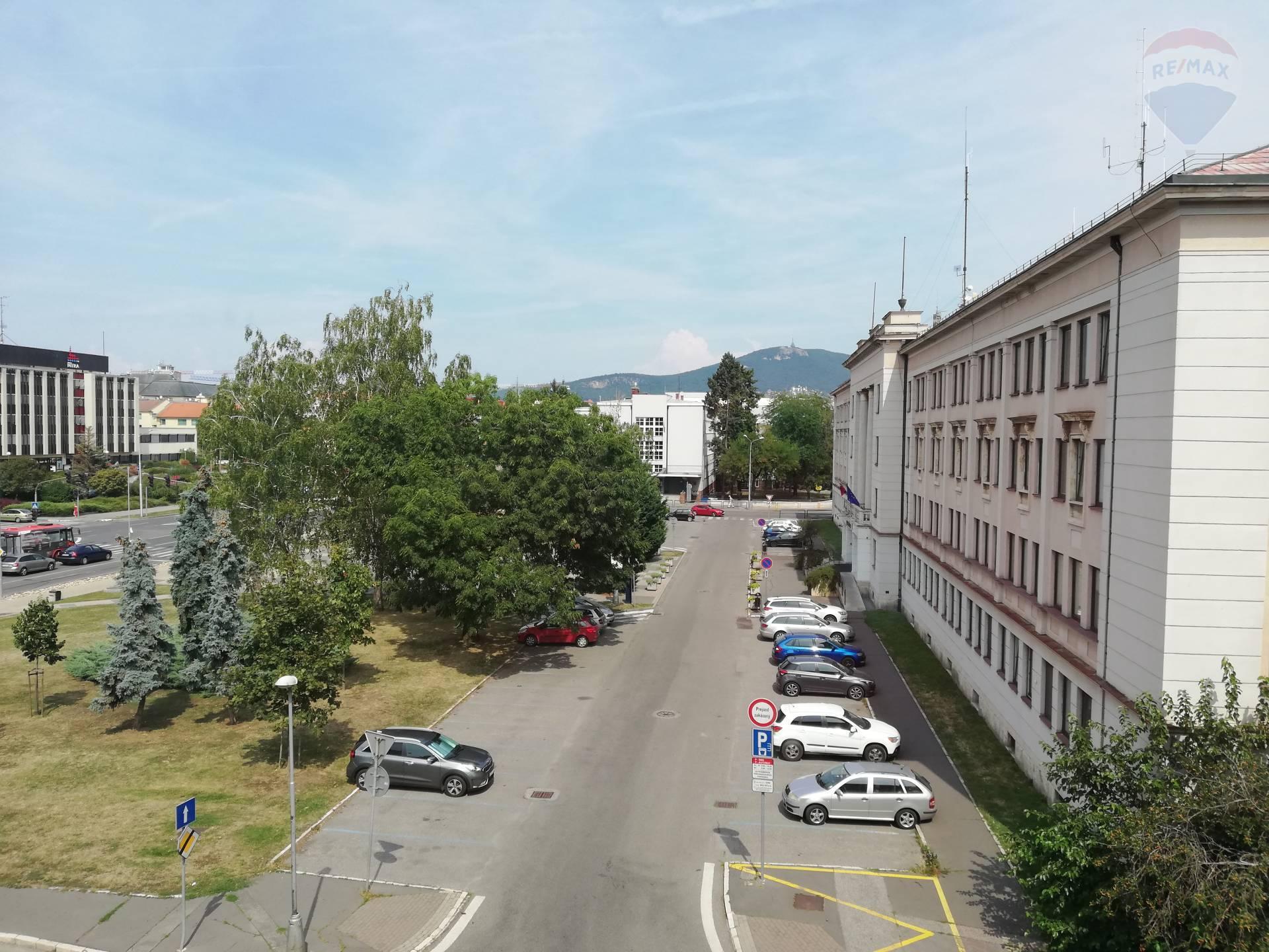 REZERVOVANE!!!  Na predaj 2 izbový staromestský byt s parkovaním Hodžova, Nitra.