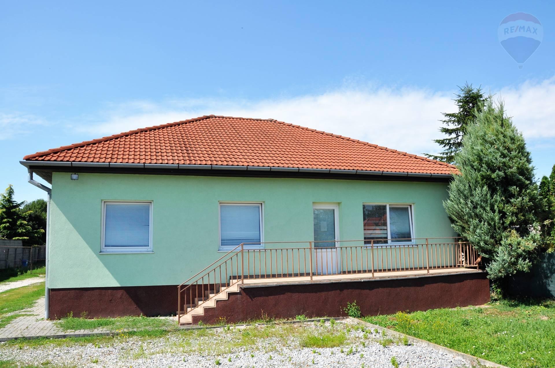 Predaj 7 izbový dom, využívaný ako ubytovňa v obci Lužianky.