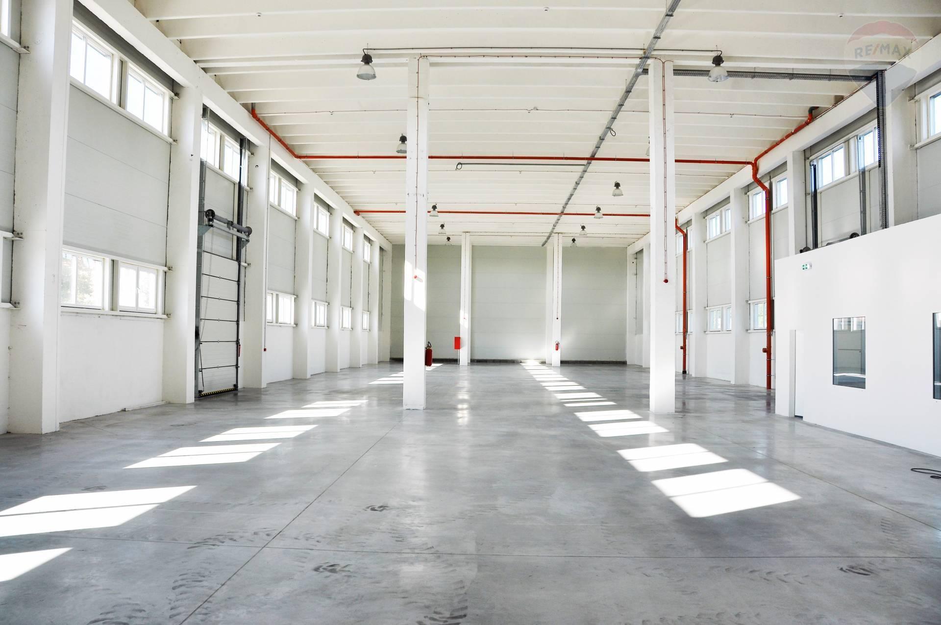 Prenájom komerčného objektu 1120 m2, Lužianky -