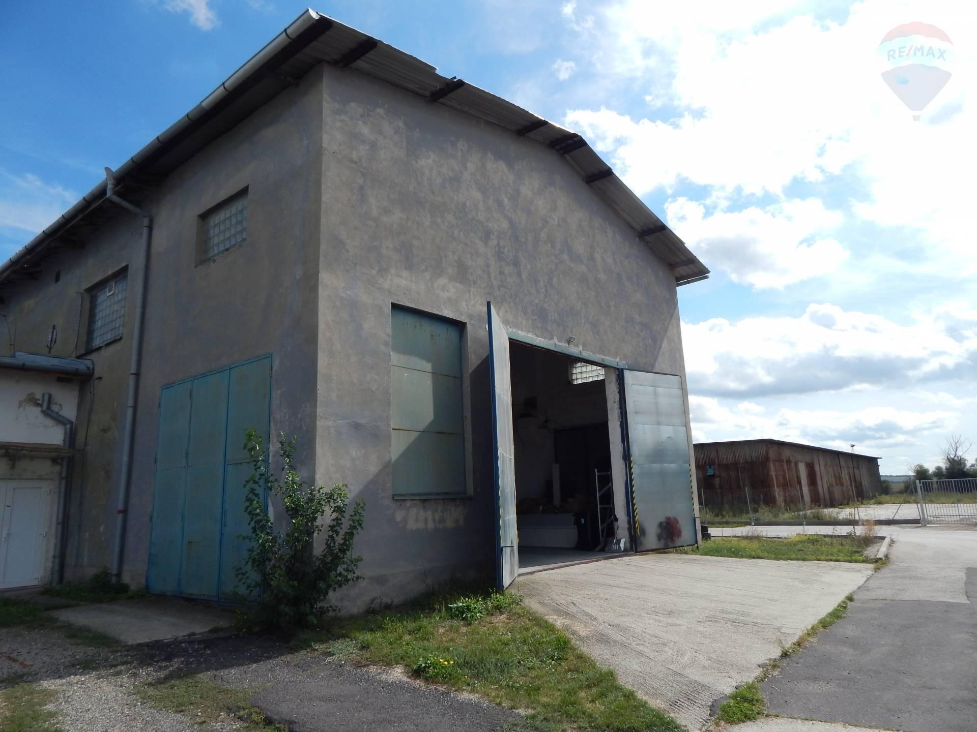 Predaj komerčného objektu 556 m2, Vráble -