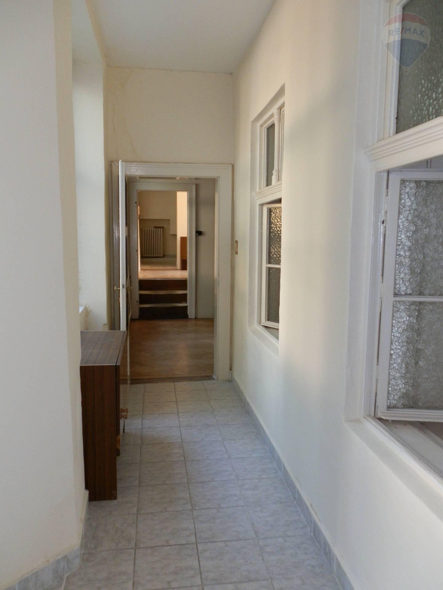 Predaj bytu (3 izbový) 105 m2, Nitra - Predaj byt centrum Nitra
