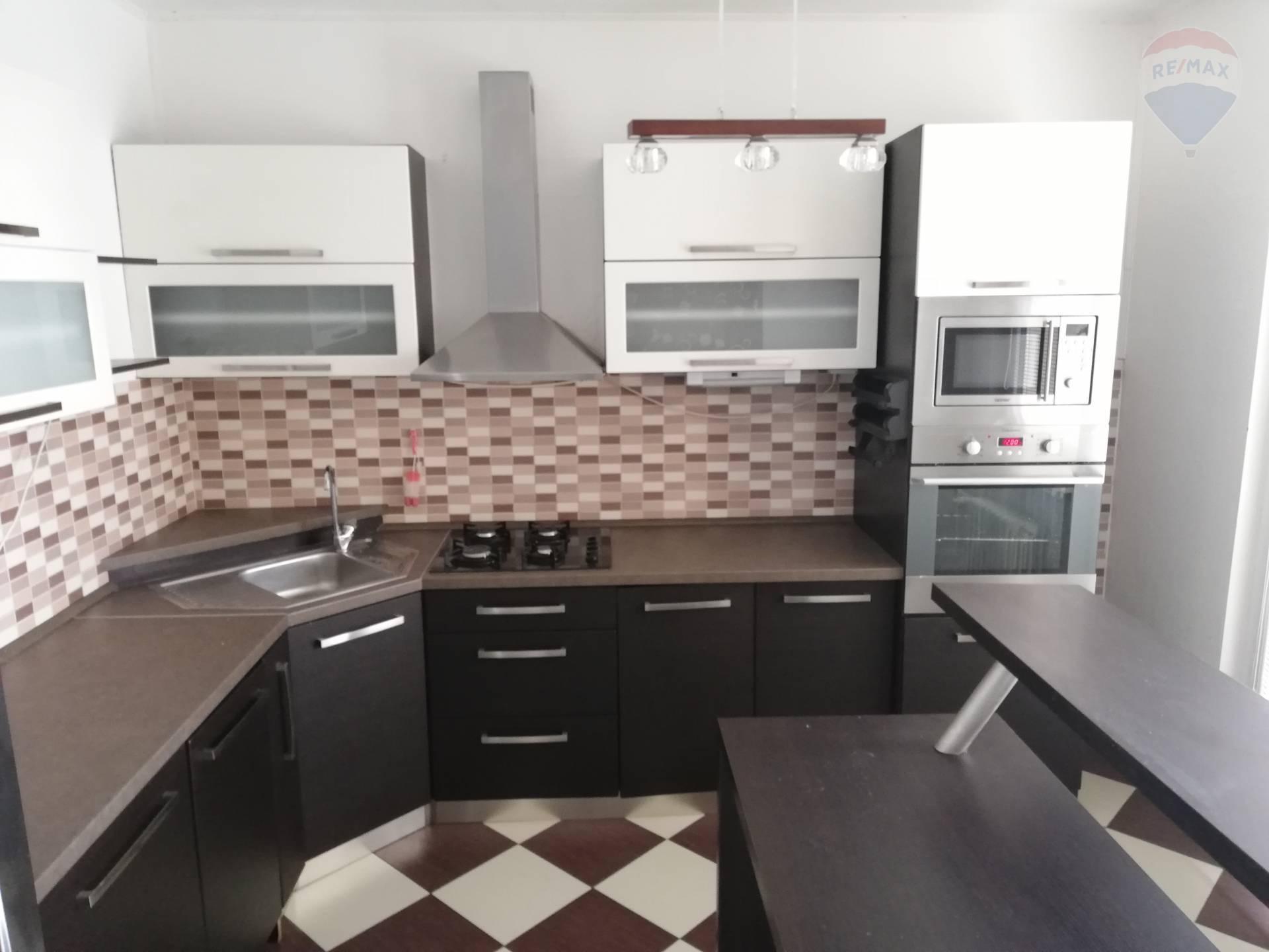 Predaj 3 izb.byt kompletná rekonštrukcia Levice 79 EXKLUZÍVNE  m2