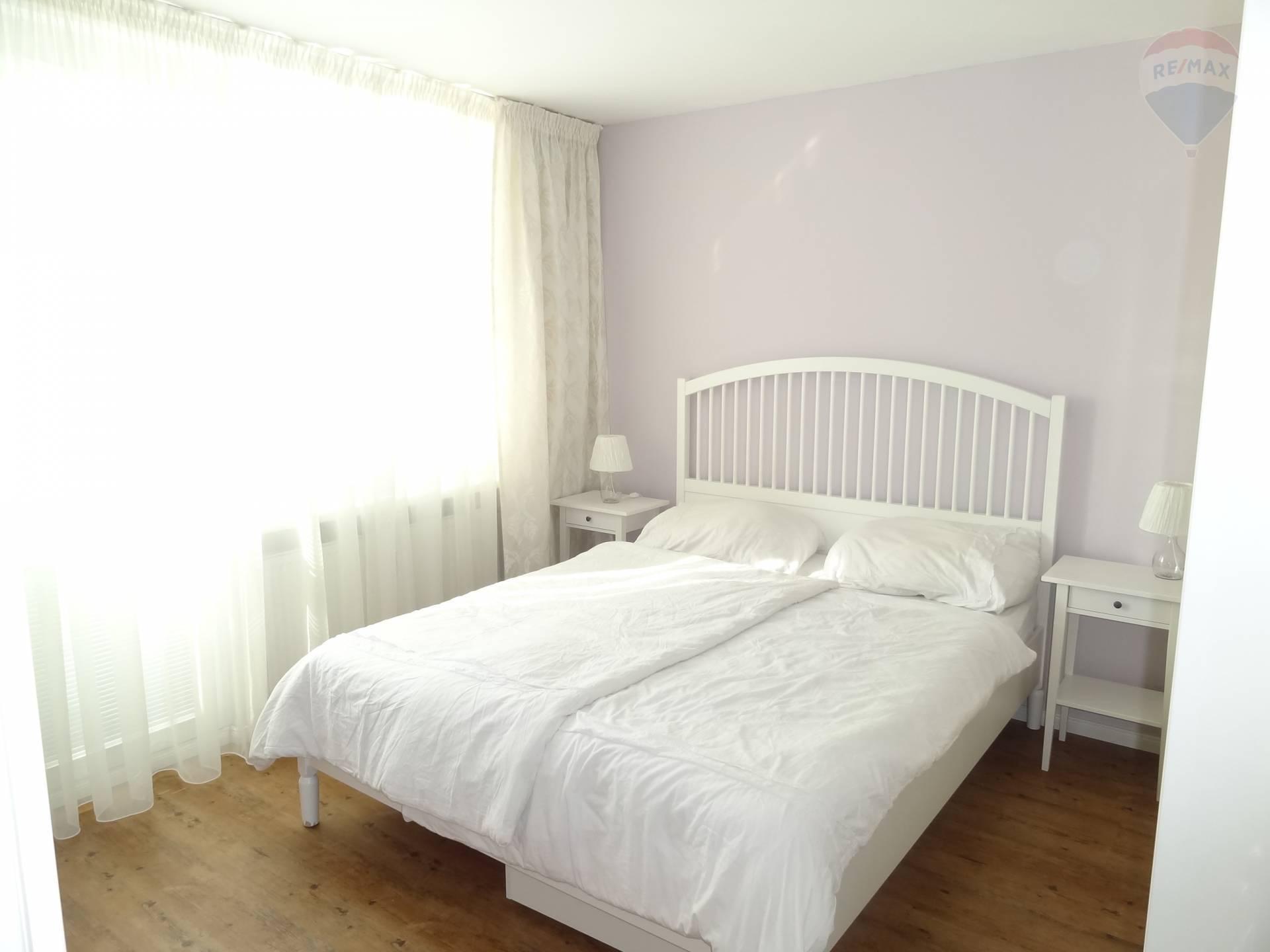 Prenájom bytu (2 izbový) 63 m2, Nitra -