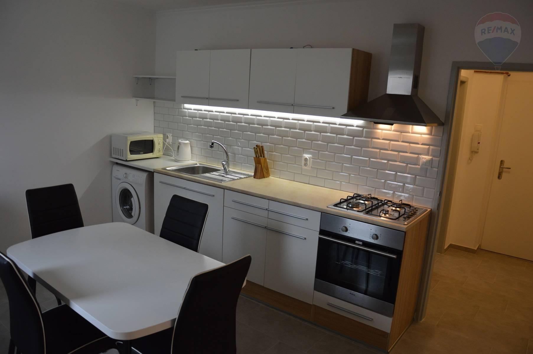 Prenájom bytu (2 - izbový), 67 m2, Nitra