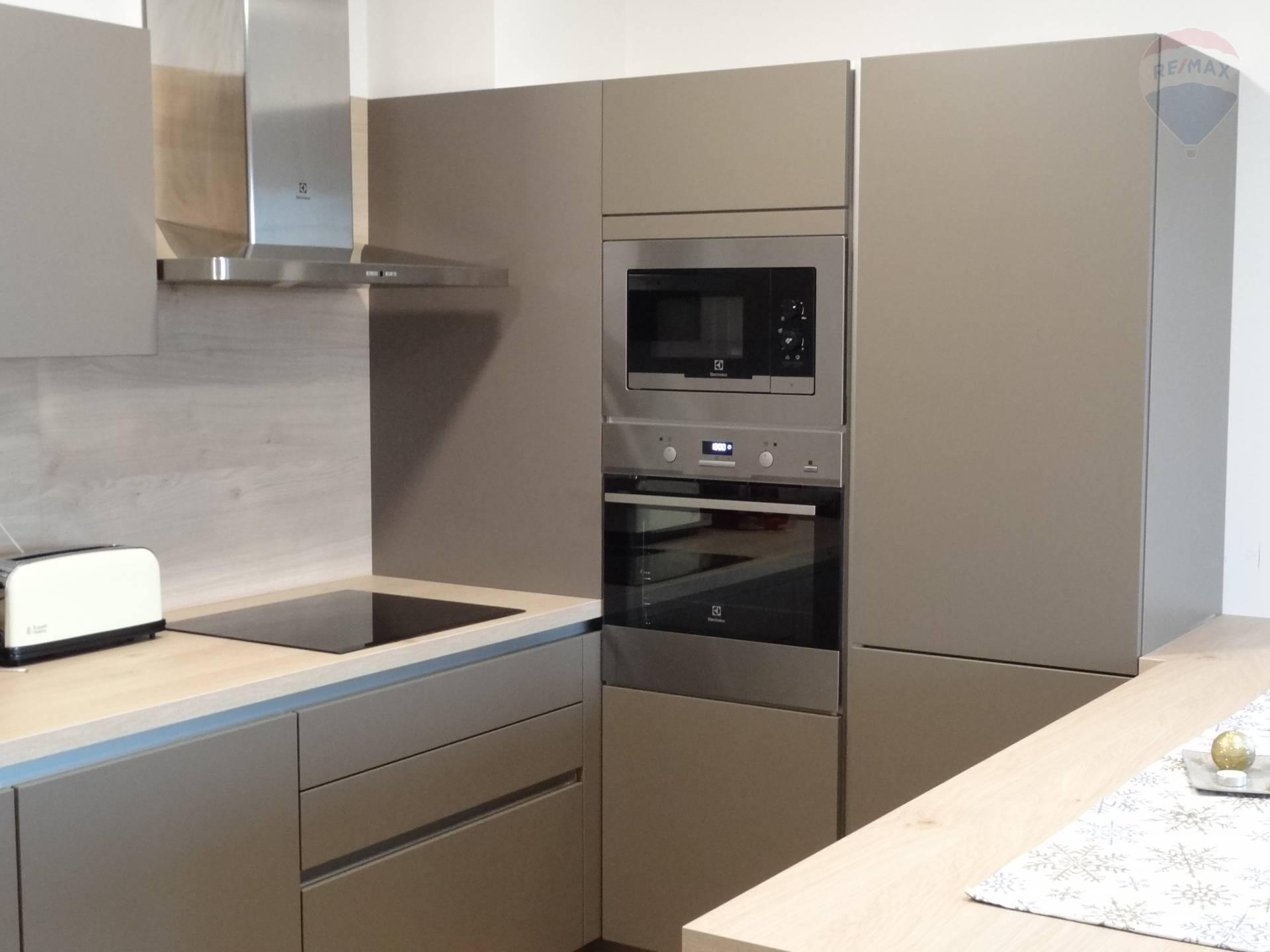 Prenájom bytu (3 izbový) 68 m2, Nitra -