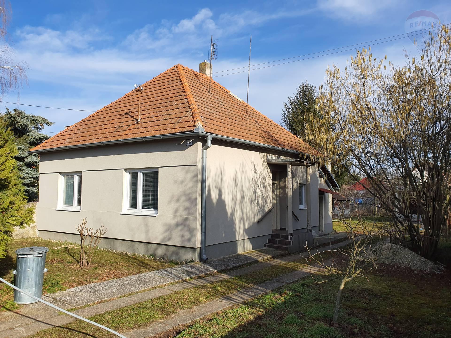 Rodinný dom v blízkosti parku, Nová Ves nad Žitavou