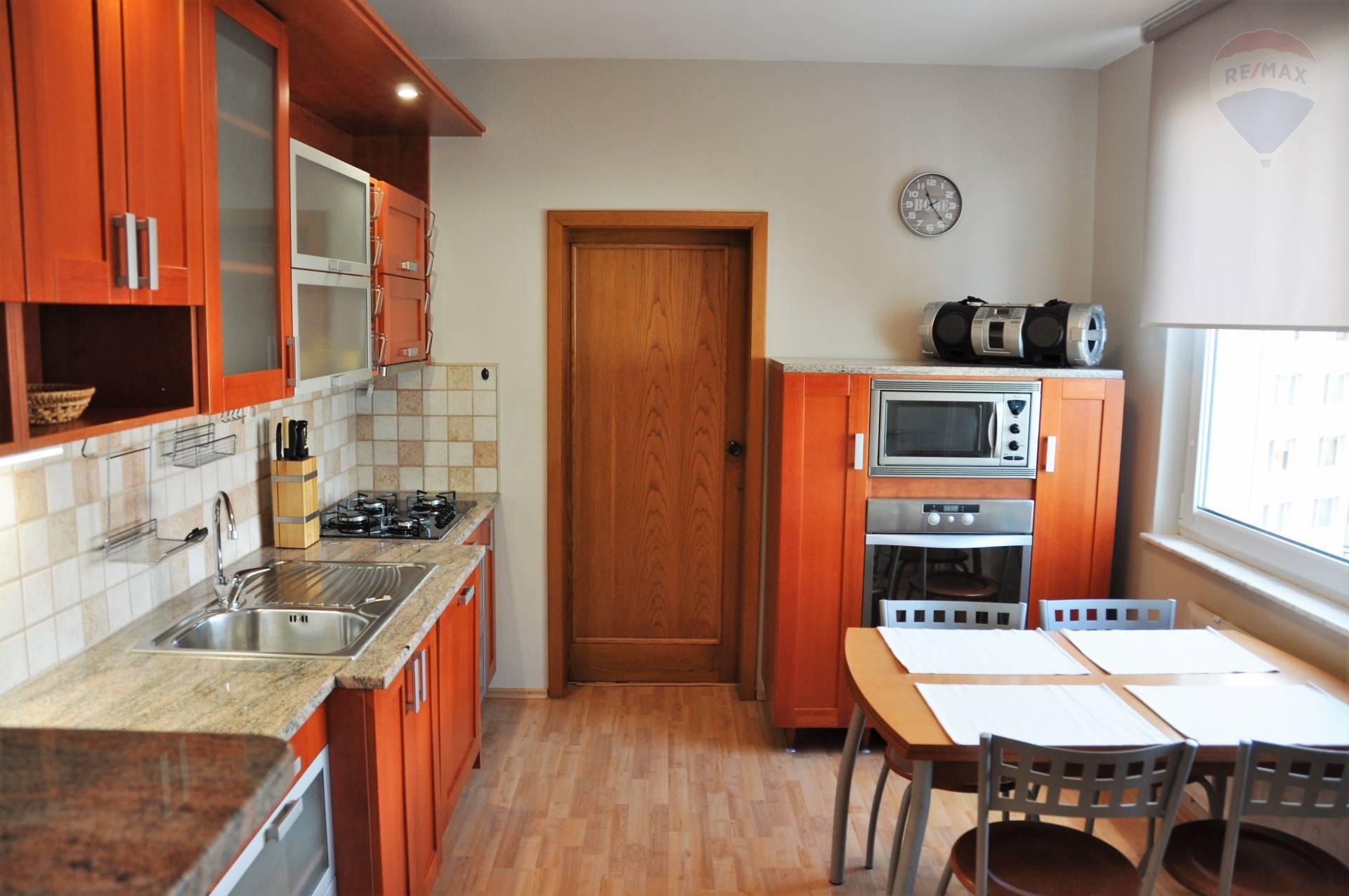 Prenájom 3-izbový byt na Chrenovej v meste Nitra.