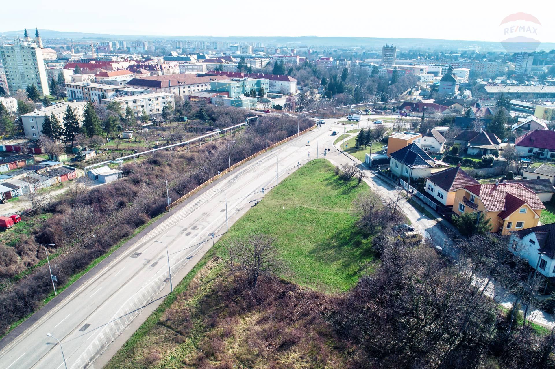 Predaj pozemku 1088 m2, Nitra -