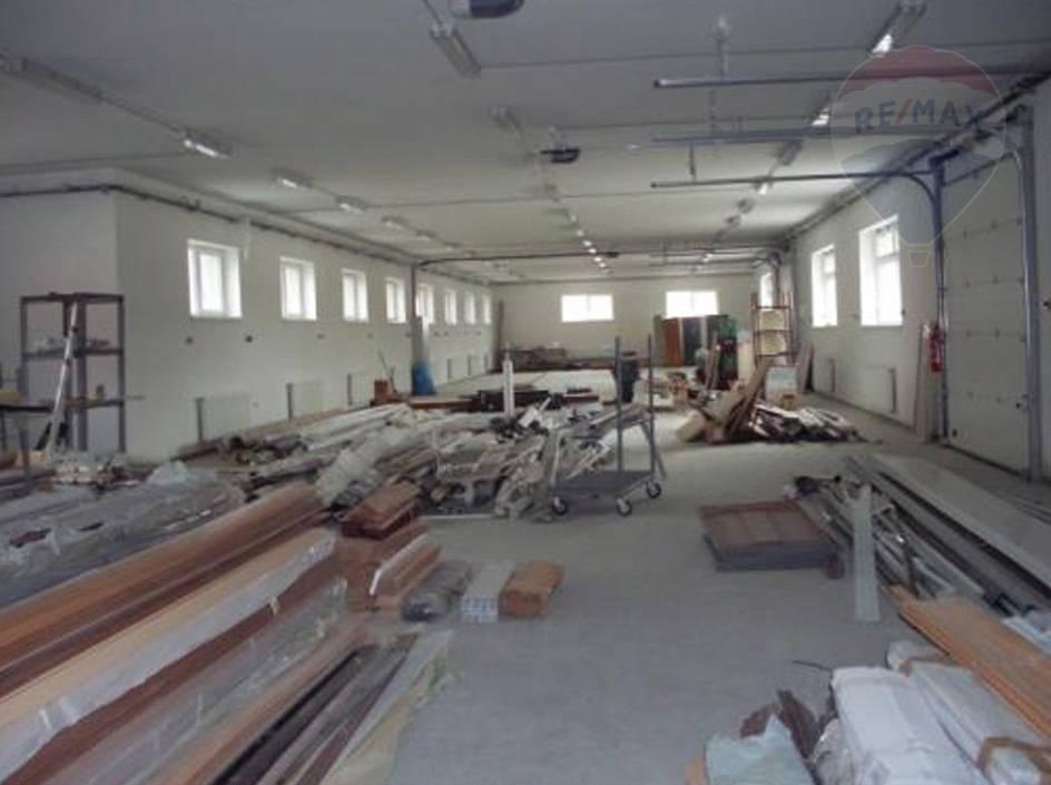 Predaj polyfunkčný objekt (administratíva budova - výrobaná hala) Nové Zámky