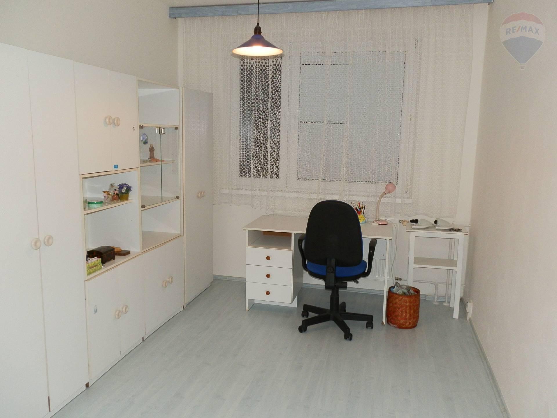 Prenájom 3 izbový čiastočne zariadený byt Nitra