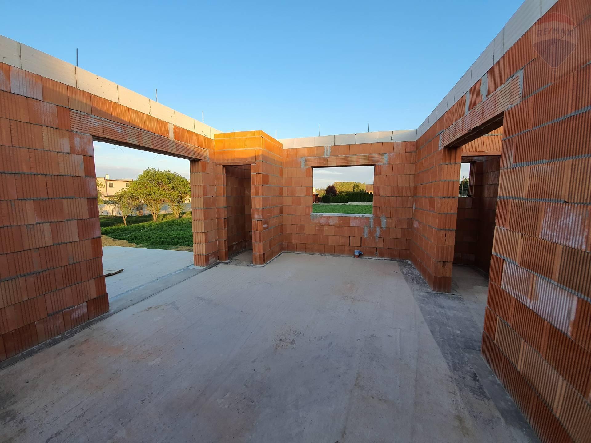 Rozostavaná novostavba na pozemku 672 m² v Golianove