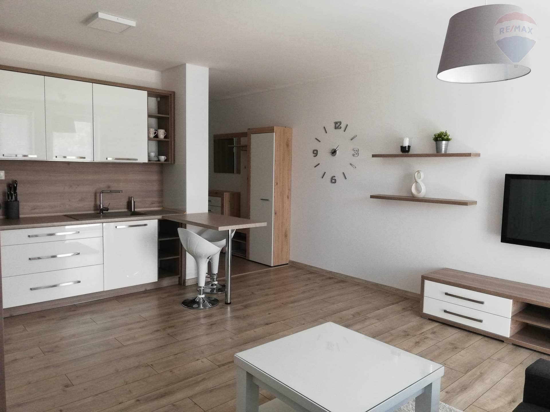 Prenájom 2 izbový nový moderný byt NITRA + garážové státie.