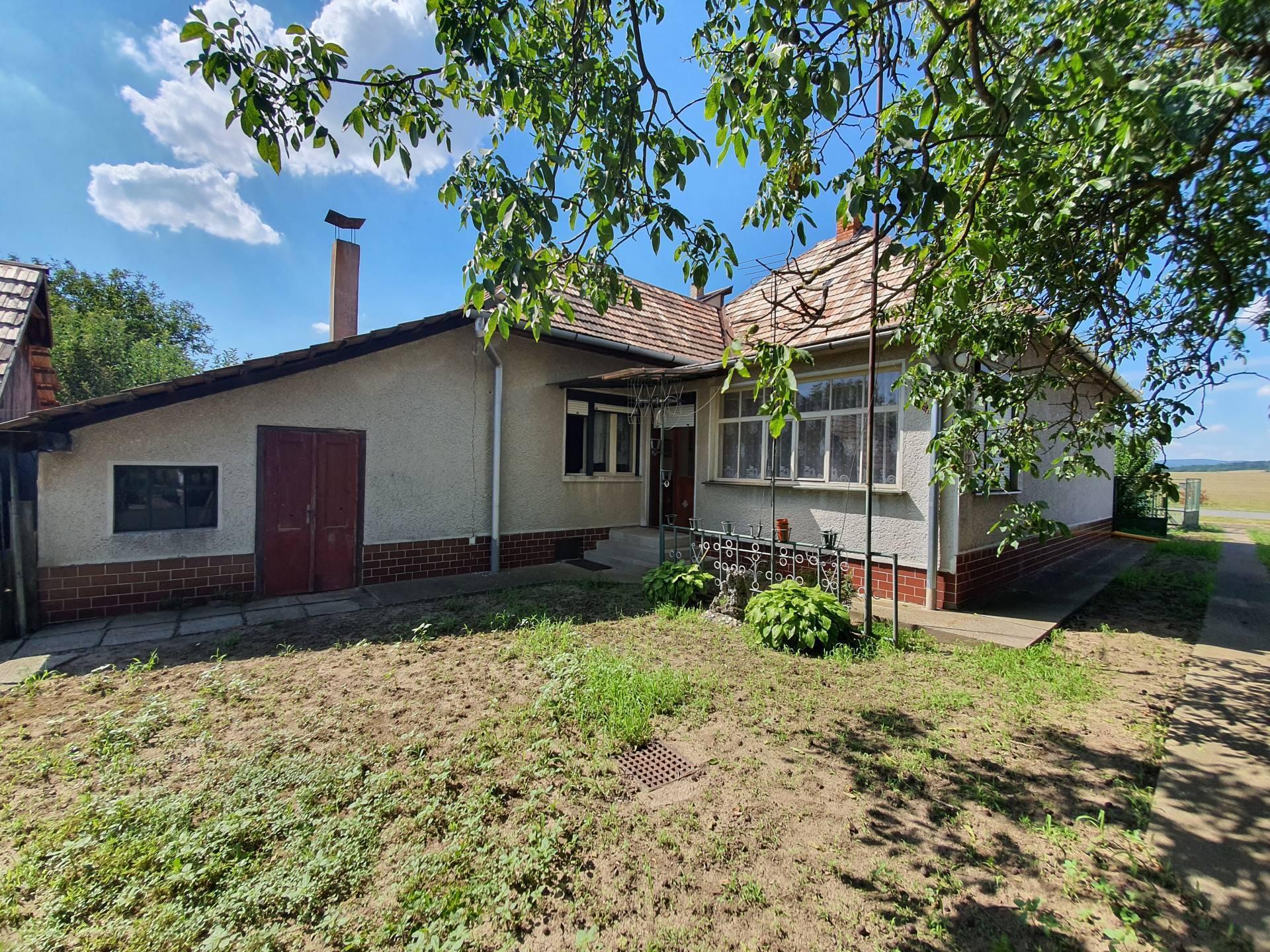 Rodinný dom – chalupa na pozemku 1179 m2, Kosihy nad Ipľom