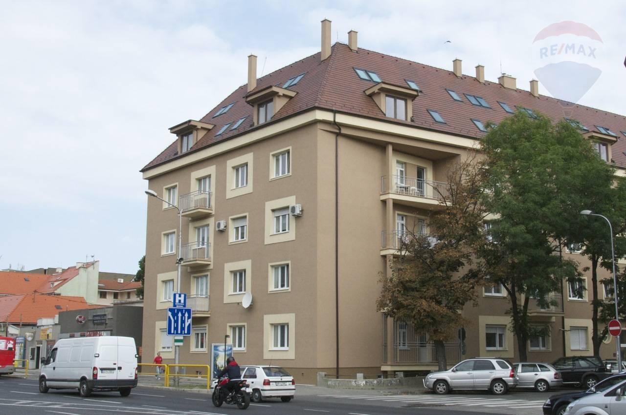 Predaj garsónka v exkluzívnej lokalite v centre mesta Nitra vhodná aj ako investícia.